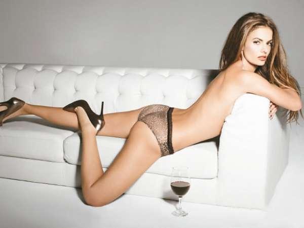 Dakota falso aficionado a la foto desnuda desnuda