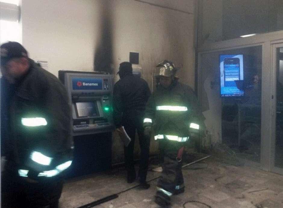Detonan 2 explosivos caseros en sucursales bancarias de for Codigos oficinas bancarias