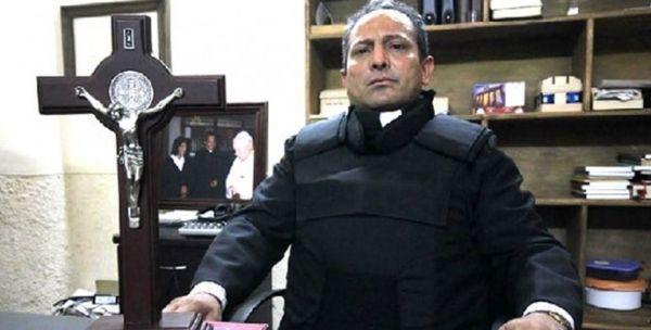 """'Padre Goyo' abandona México, alerta sobre religión de Templarios llamada """"La Nueva Cosecha"""""""
