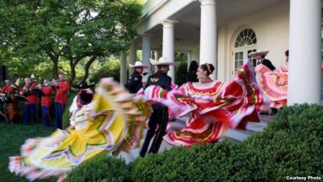 Tamales Rancheras Y Español Para Celebrar El 5 De Mayo En