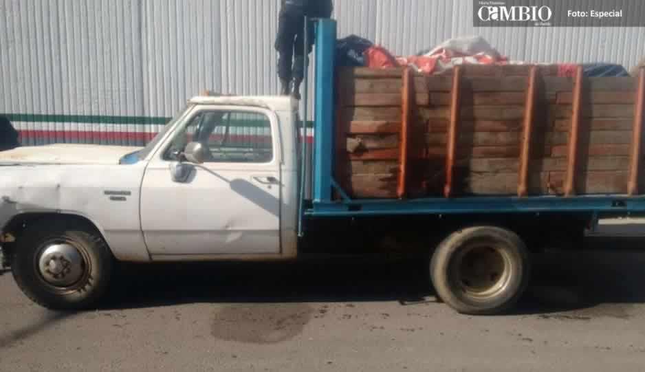 Se enfrentan chupaductos y policías de Tlahuapan; aseguran una camioneta