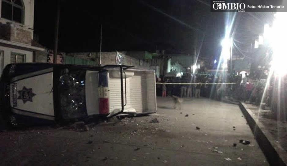 Turba quema patrulla en San Felipe Teotlalcingo