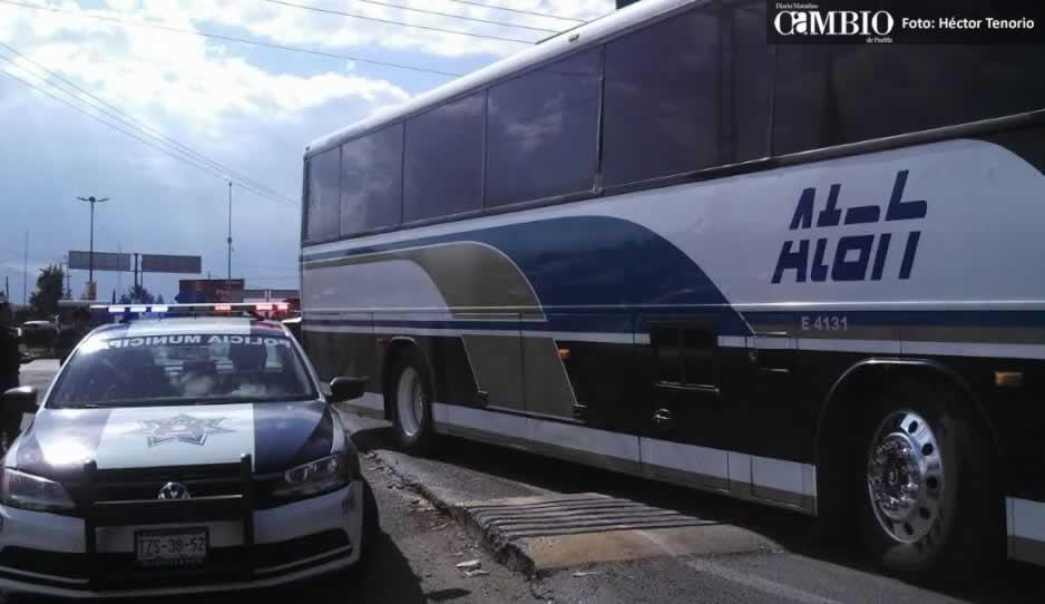 Atracan a pasajeros de autobús ATHA en Texmelucan