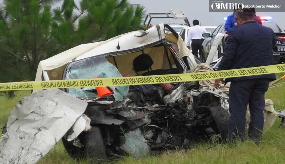 Autos destrozados y tres muertos deja brutal choque en la Amozoc-Perote