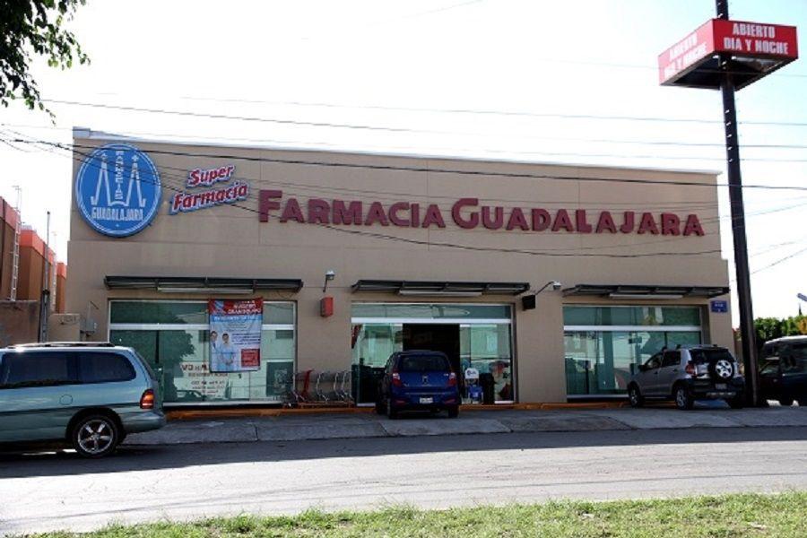 Violento asalto en Farmacias Guadalajara de la 24 sur, se