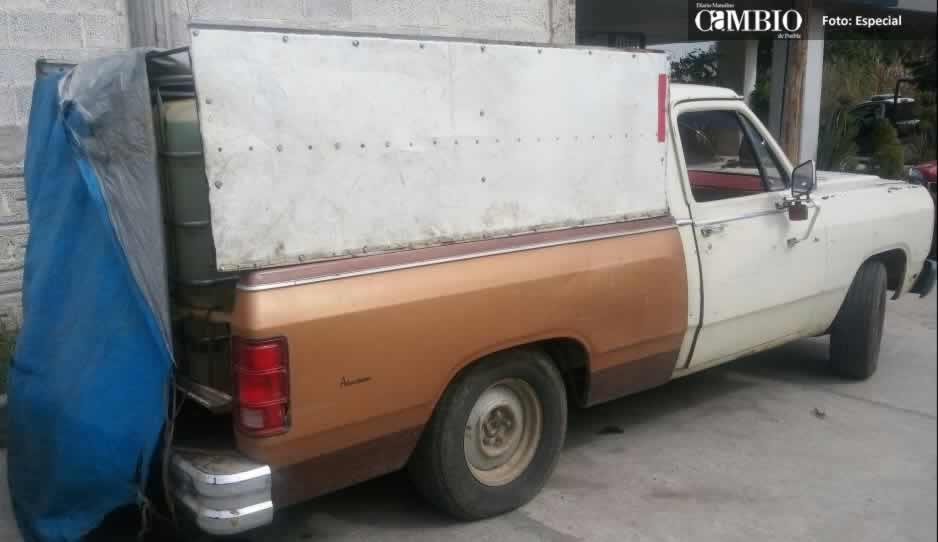 Policías estatales y municipales aseguran camioneta con combustible en Tlalancaleca