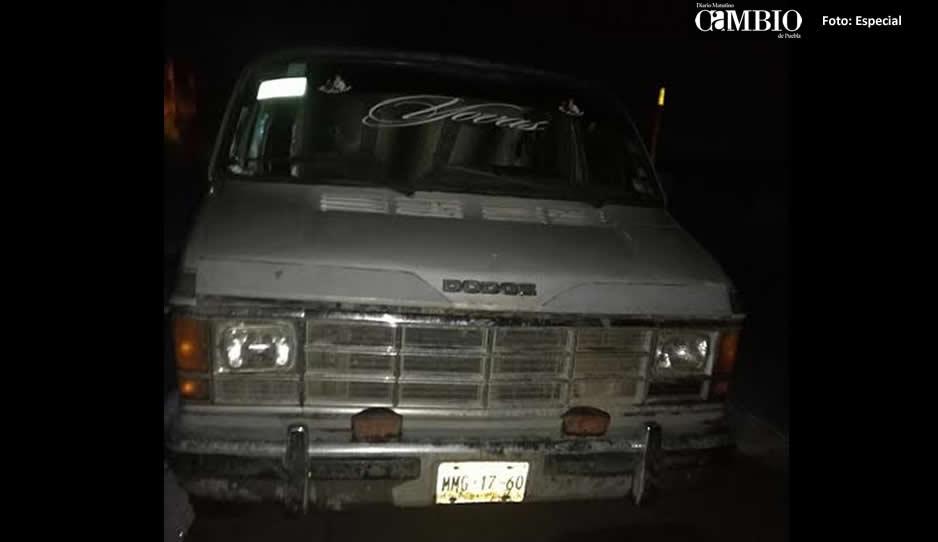Policías de Texmelucan hallan camioneta con 2 mil litros de combustible robado