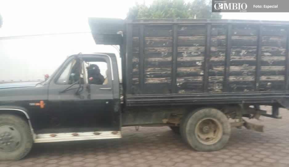 Policías de Tlalancaleca aseguran unidad con 3 mil 500 litros de hidrocarburo