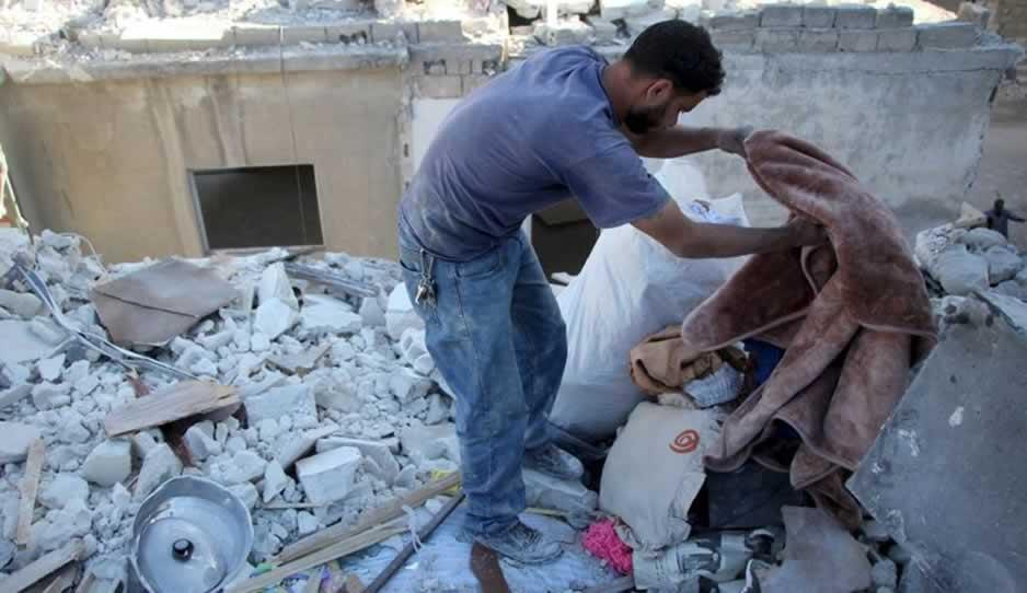 Con Al Bomba De Confundir Niña Siria Un Años 4 Muere Una Juguete shxrQdCtB