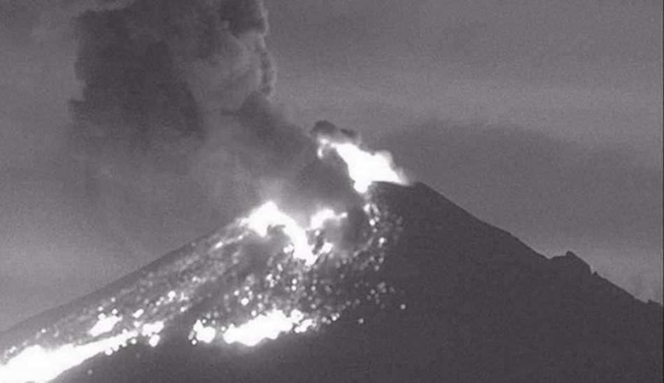 ... : tremenda erupción nocturna del Popo en el arranque de la campaña
