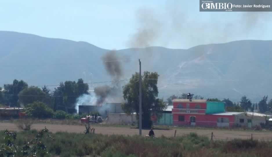 ¡Fuerte explosión en Quecholac! Desalojan a alumnos de primaria (FOTOS)