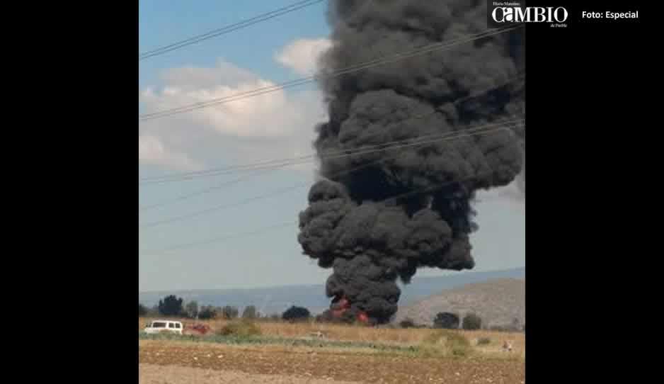 Se incendia ducto de Pemex por toma clandestina en Tepeaca — FOTOS