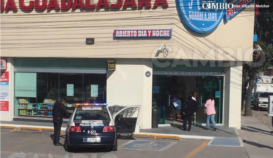 Amarran a las empleadas y atracan Farmacia Guadalajara de