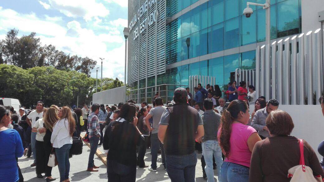 #TiemblaPuebla se activan alarmas y evacuan dependencias (VIDEO)