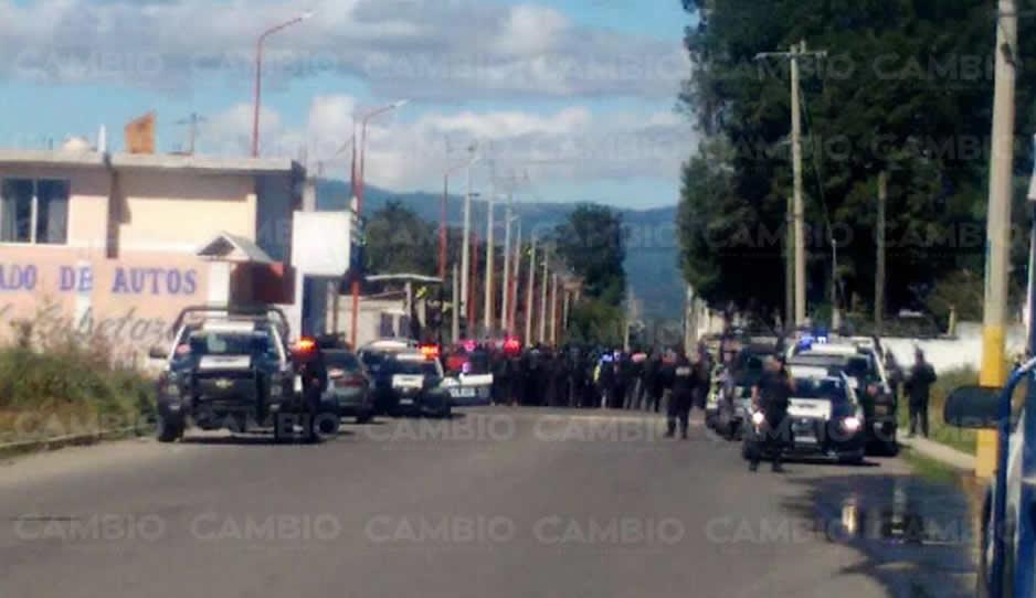 Presuntos huachicoleros retienen a personal de la PGR en Puebla