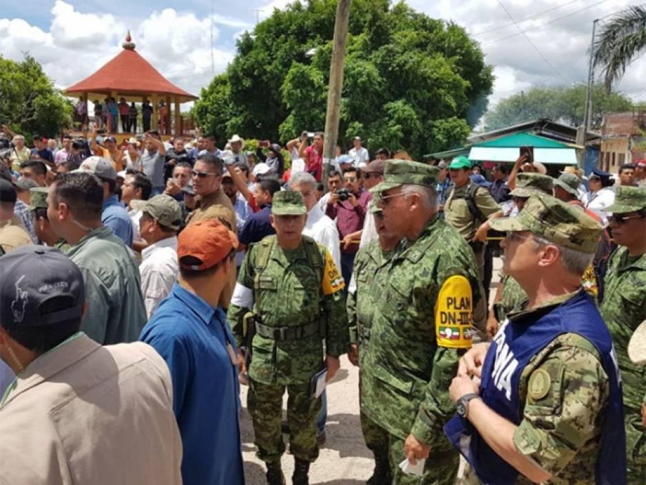 Soldados no están cansados, seguirán con rescate de sobrevivientes: Sedena