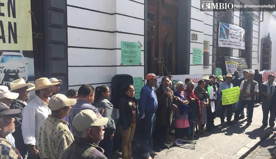 Diputados locales ignoran plantón de pobladores de Jolalpan para destituir al edil