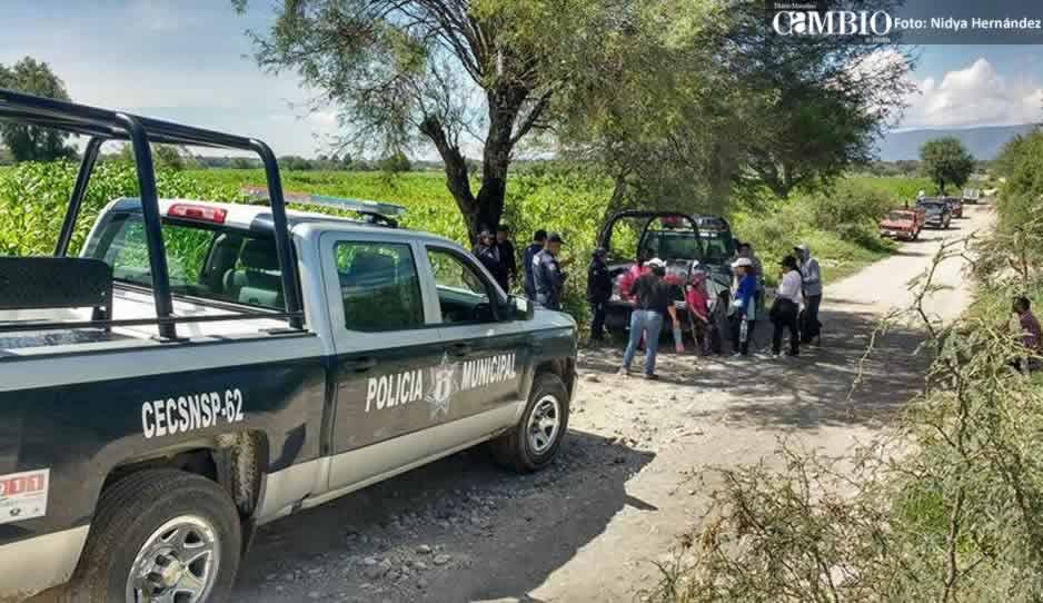 Desaparece estudiante y pobladores de Tepanco cierran carretera