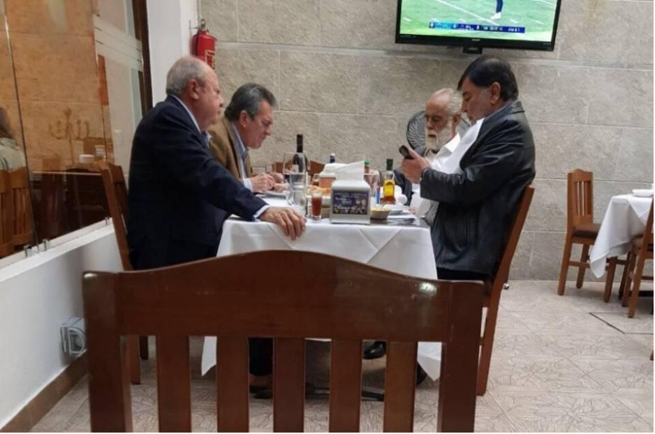 Increpan al Jefe Diego por comer con Romero Deschamps