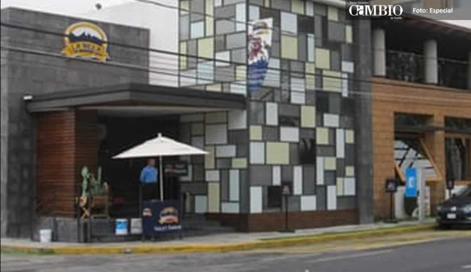Arrancan oreja a juez ebrio en riña en restaurante de Huexotitla