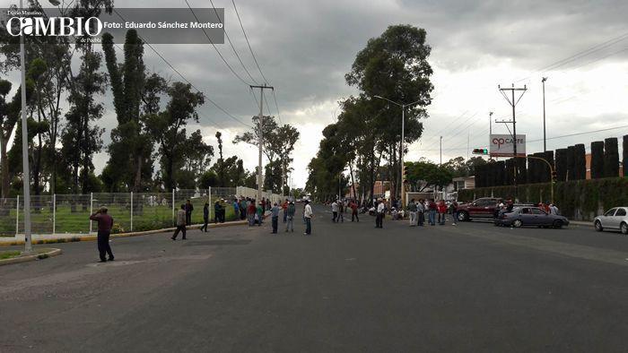 Reportan 'secuestro' de textilera; 350 empleados no pueden salir