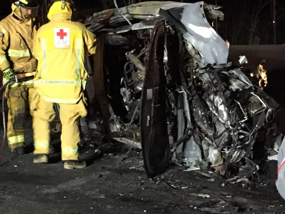 Dos personas calcinadas y siete lesionados en accidente en Puebla