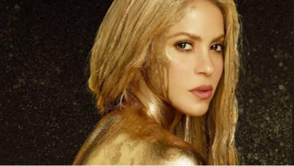 Shakira causan furor en diminuto traje de baño