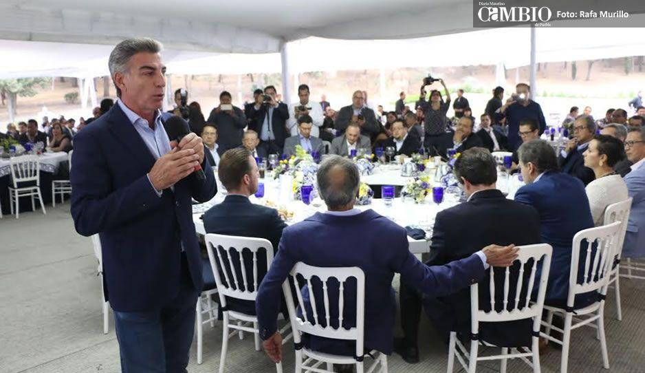 Rinden homenaje póstumo a agentes ministeriales de Puebla asesinados