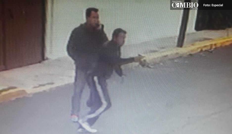Asaltan a estudiante en Puebla con pistola en mano