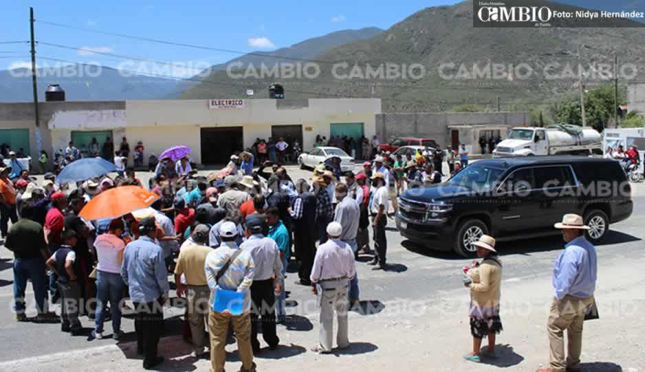 Campesinos impiden a Peña Nieto grabar un spot