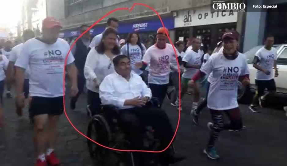 Se Silla La Barbosa Carrera Ruedas Avienta Esposa De Empujando tdQshr
