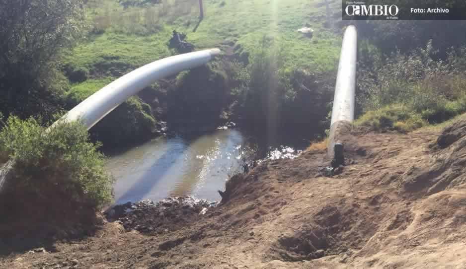 Toma clandestina provoca derrame de combustible en Texmelucan