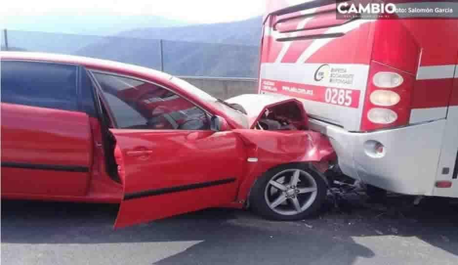 Volcaduras, choques e incendio se han registrado en la Sierra Norte por aparatosos accidentes en las últimas horas (FOTOS)