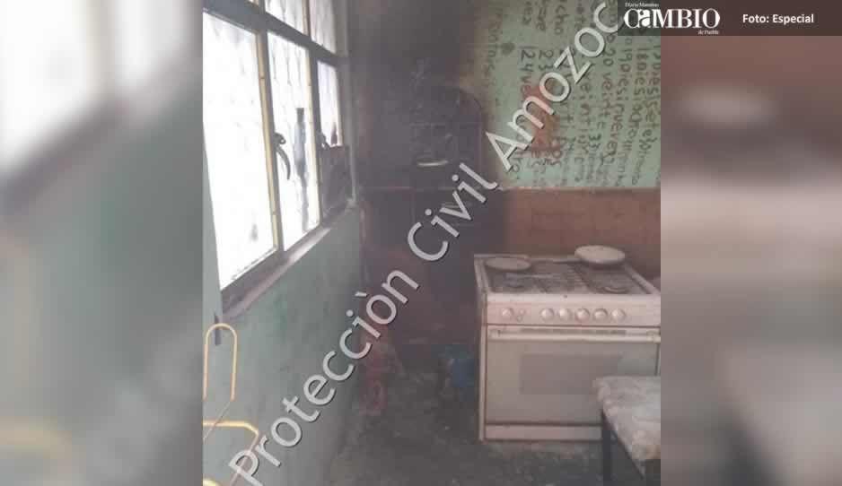 Daños materiales y una persona intoxicada, tras incendio en Amozoc