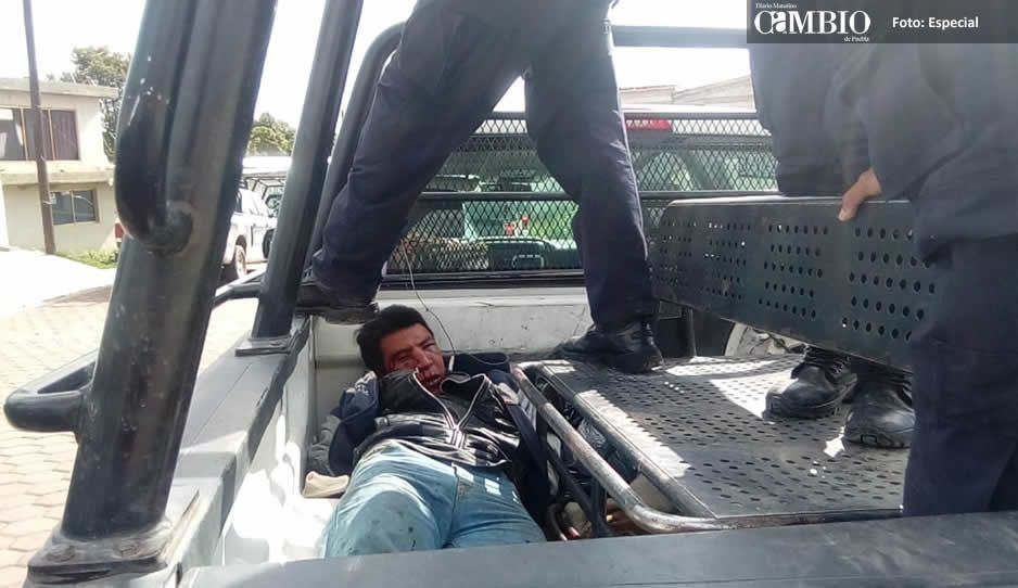 Policías estatal y municipal rescatan a dos sujetos de ser linchados en Chiautzingo