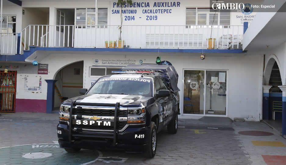 Entrega San Andrés patrullas en Tlaxcalancingo y Cacalotepec