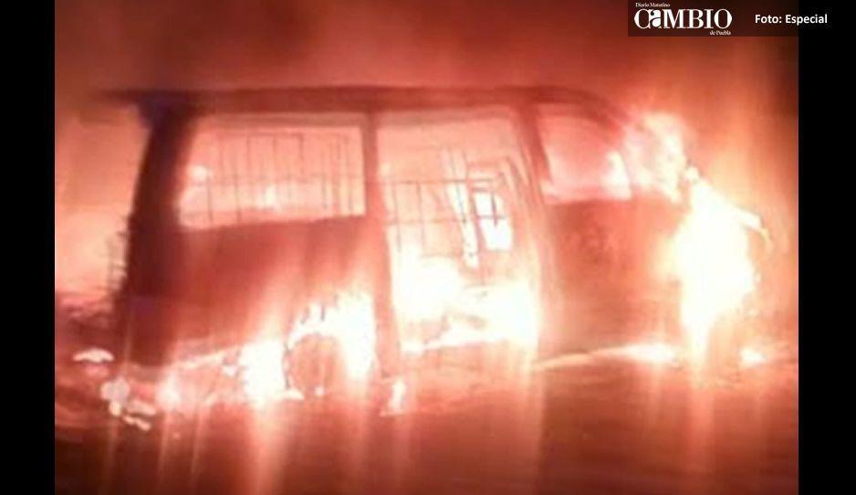 Incendian otra camioneta huachicolera en Texmelucan