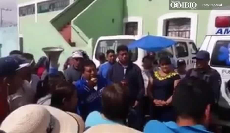 VIDEO: Pobladores de Juan C. Bonilla increpan al edil por la inseguridad