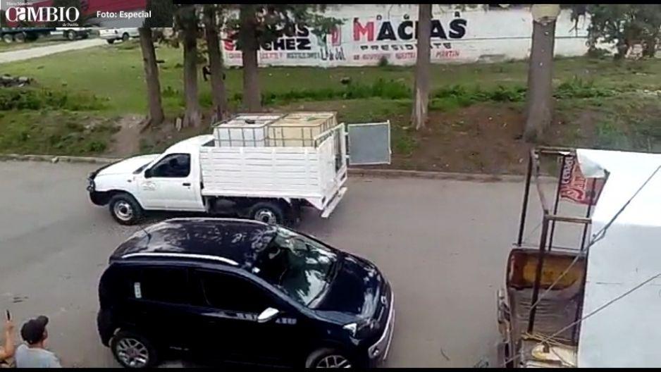 Tras detonaciones de arma de fuego policía estatal asegura unidad con huachicol