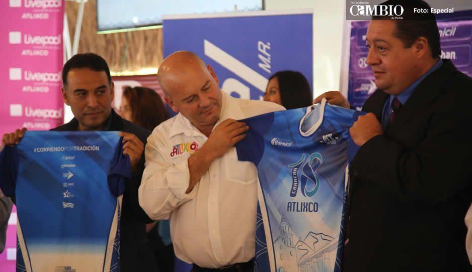 Presentan playera y medalla oficial de la carrera Atlixco Pueblo Mágico