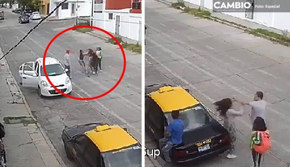 Dos mujeres protagonizan pelea callejera cerca del BINE: sujeto observa pleito y luego golpea a una de ellas (VIDEO)