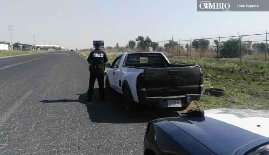 Policía Federal recupera unidad con reporte de robo cerca del aeropuerto