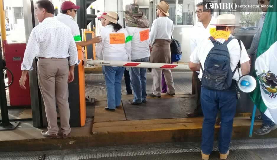 Ciudadanos liberan las casetas de San Martín Texmelucan