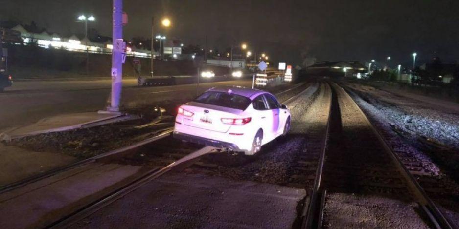 Mujer circulaba sobre las vías del tren porque GPS se lo ordenó