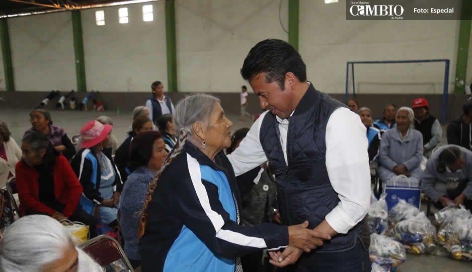 Entrega Paisano despensas a adultos mayores de San Andrés