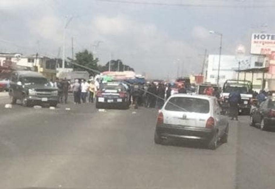 Comerciante asesinado en la federal Puebla - Tehuacán, provoca cierre de la carretera