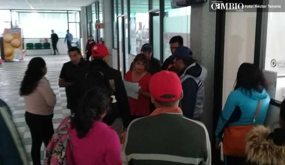 Ayuntamiento de Texmelucan niega documentos de polis cachirules a familiares