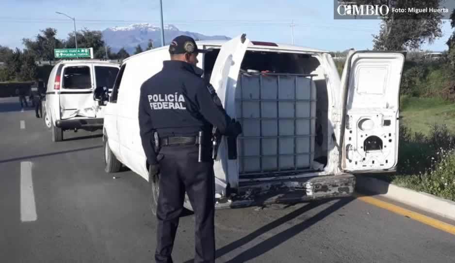 PF asegura cuatro camionetas con huachicol en Tlalancaleca