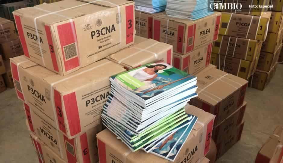 Texmelucan aportó mil de las 13 mil firmas para evitar que se repartan los libros con contenido sexual