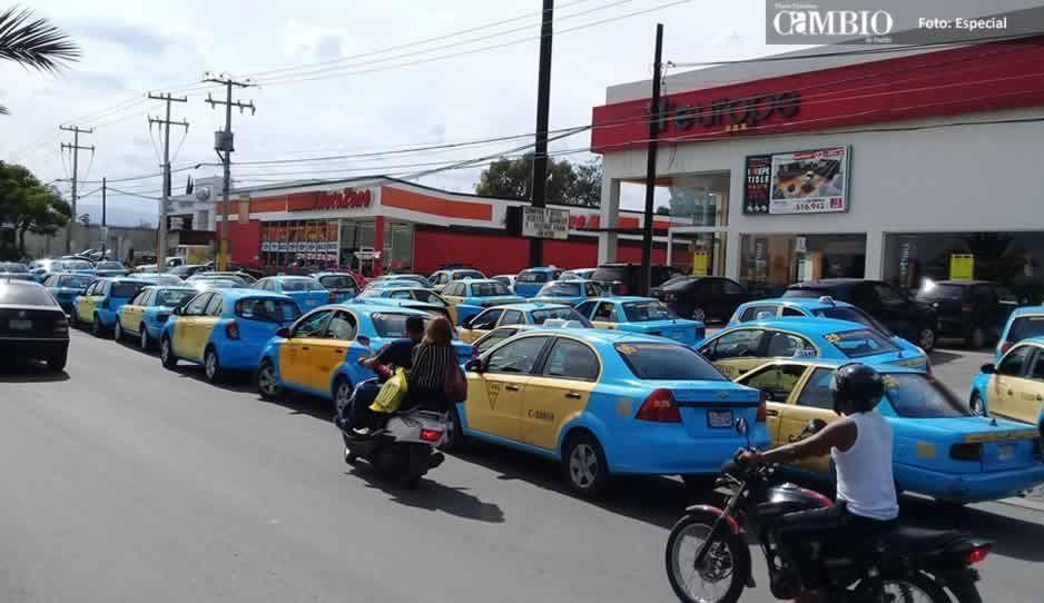 Taxistas de Texmelucan amagan con cerrar vialidades por inseguridad